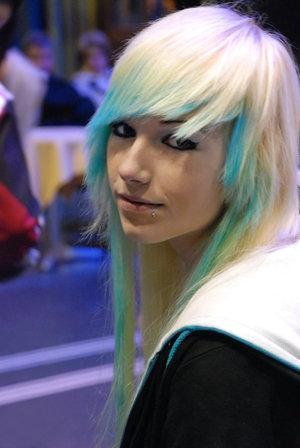 Haare tonen braun zu blau