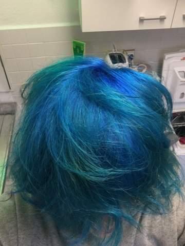 """Blaue"" / Türkise Haare mit Drogerie Artikel Dunkler?"