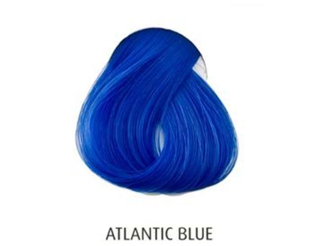 blaue haarfarbe ber haselnuss haare blau. Black Bedroom Furniture Sets. Home Design Ideas