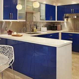 ist eine blaue k che in einem kleinen raum sinnvoll zimmer blau umbau. Black Bedroom Furniture Sets. Home Design Ideas