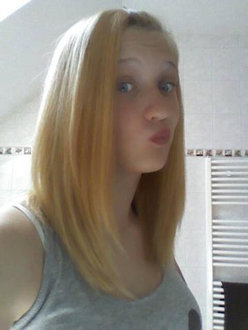 meine derzeitige haarfarbe (ist auch gefärbt worden vor ca. 4-5 wochen ) - (Freizeit, Haare, färben)