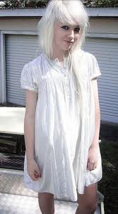 blondierte haare heller f rben frisur blond weiss. Black Bedroom Furniture Sets. Home Design Ideas
