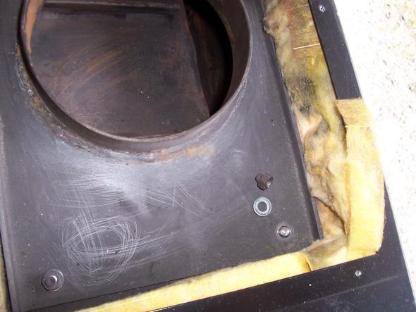 Bolzen M8 am Einsatzofen ( Kachelofen) abgerissen? Aus welchem Material sollte die Ersatzschraube sein? Schraubenkopf liegt im Brennraum?
