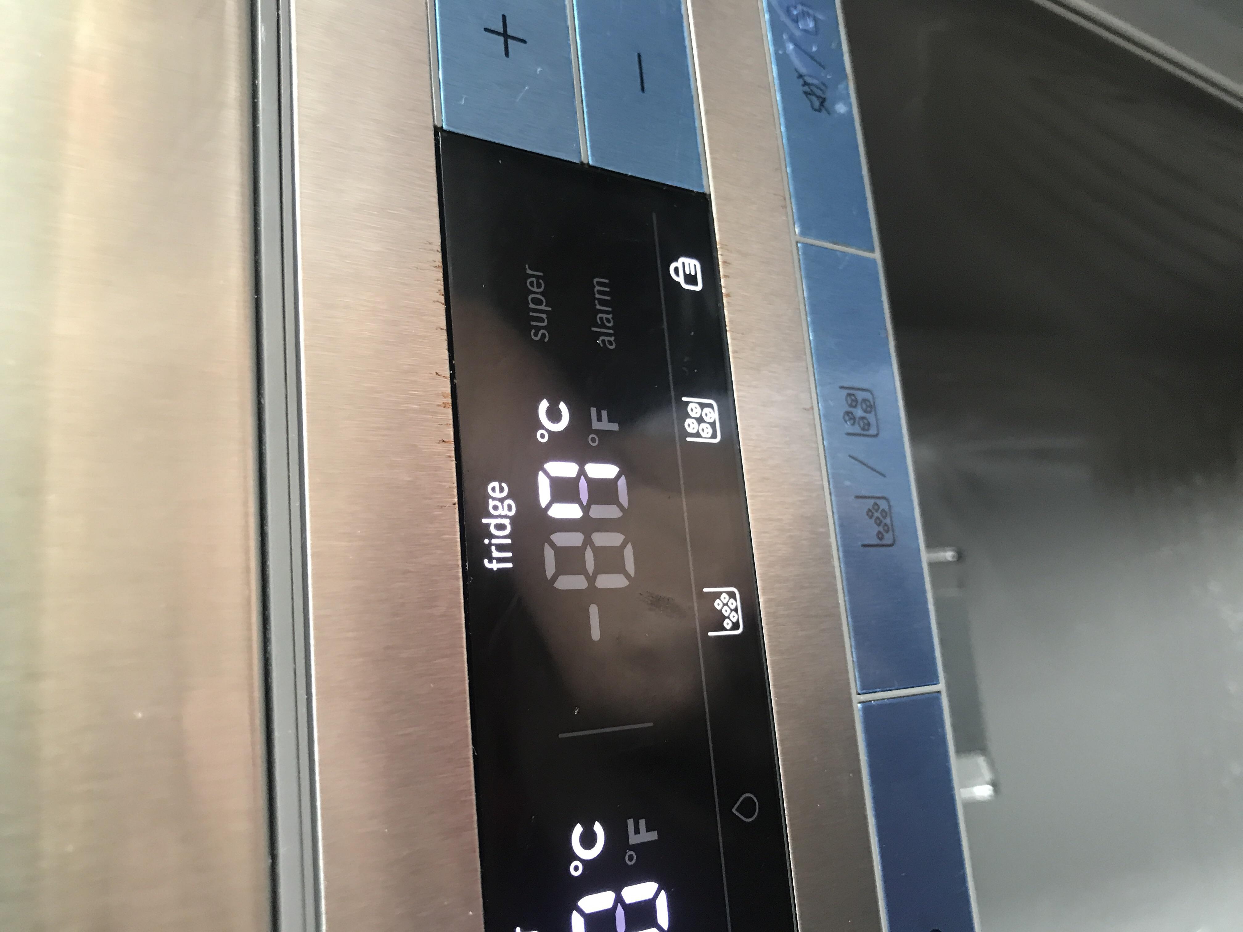 Bosch Kühlschrank Wasserfilter Wechseln : Bosch eiswürfelspender kühlschrank ist verschlossen?