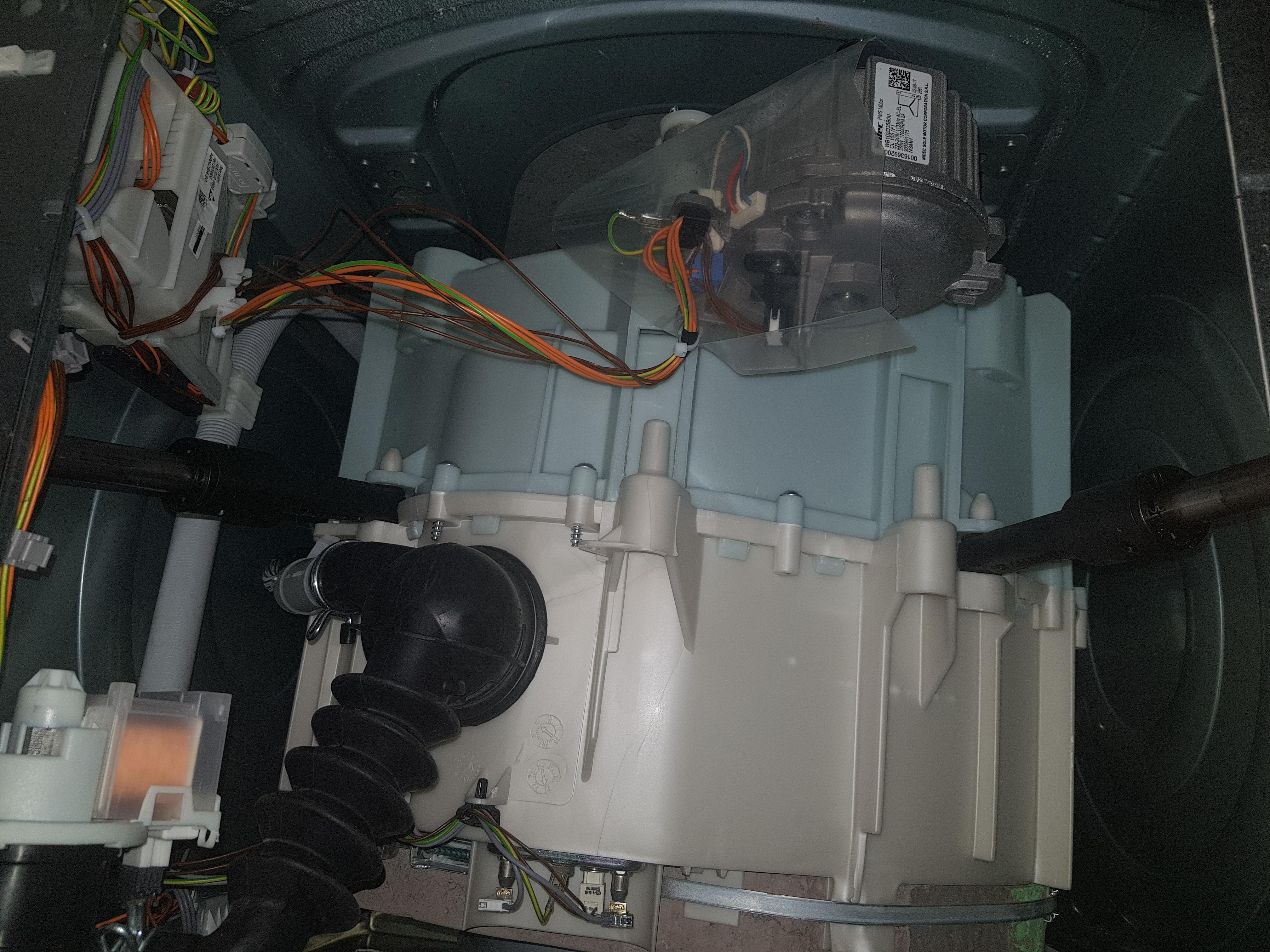 Waschmaschine gegenstand zwischen trommel
