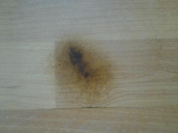 Brandfleck im laminat entfernen vermindern flecken boden - Wandfarbe flecken entfernen boden ...