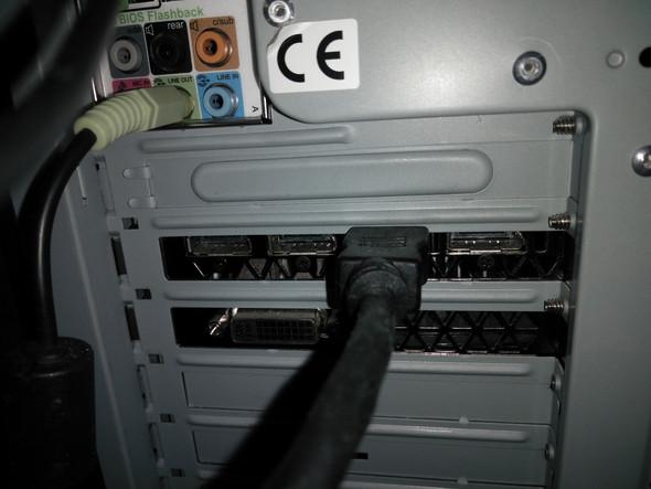 3 HDMI ähnliche Ausgänge und der belegte HDMI Ausgang - (Computer, HDMI)
