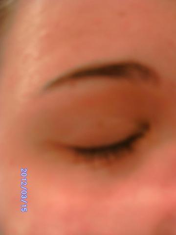 Auge zu  - (braun, verfärbt, Augenlider)