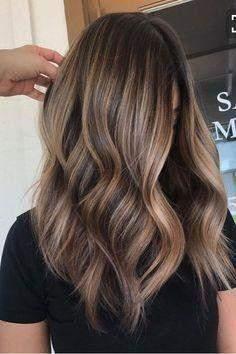 Blonde haare mit dunklen strähnchen