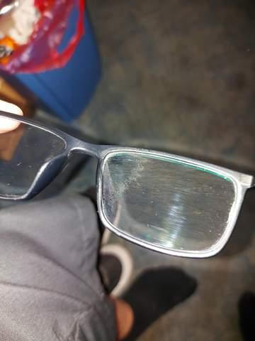 Brille habe seit Freitag sone Flecken auf den brillen glas?