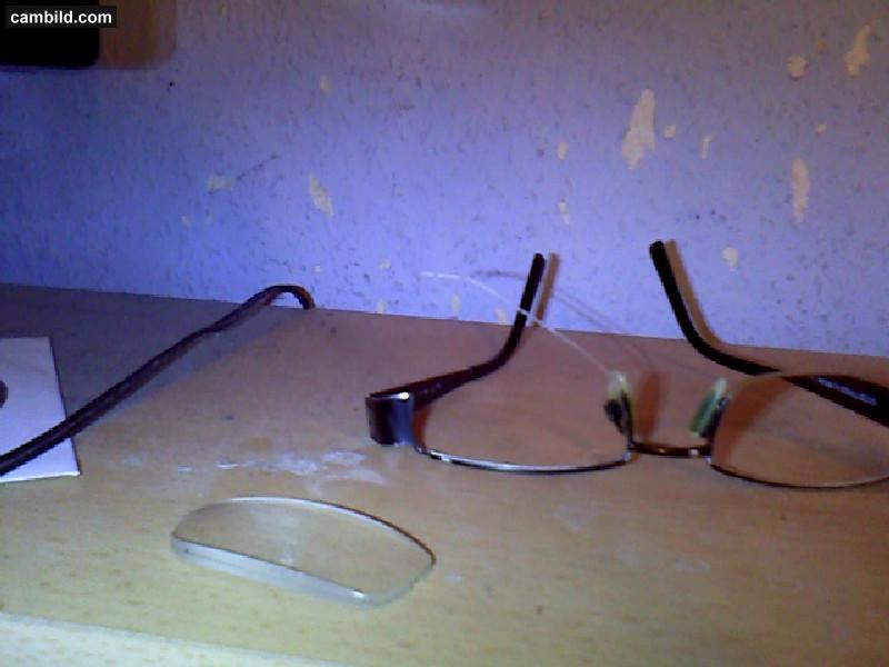 brille kaputt kann optiker das schnell reparieren. Black Bedroom Furniture Sets. Home Design Ideas