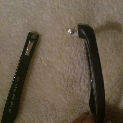Brille abgebrochen - (kaputt, Brille, reparieren)