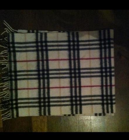 burberry schal fake oder echt f lschung echtheit cashmere. Black Bedroom Furniture Sets. Home Design Ideas