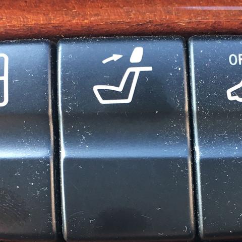 Schalter in Mittelkonsole - (Auto, Mercedes-Benz, Schalter)