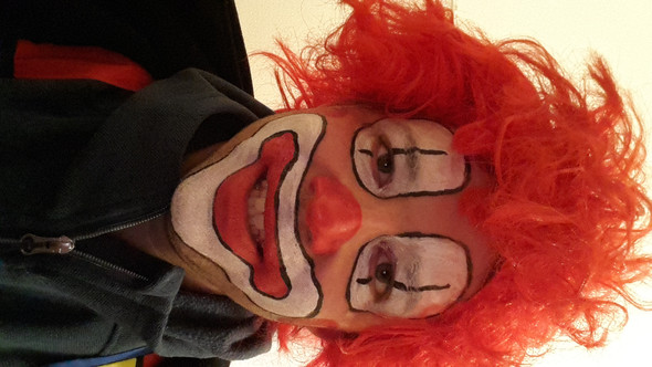 Clowngesicht Schminken Als Dummer August Sieht Der So Aus