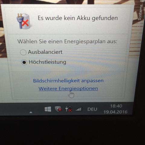 <---- - (Computer, Akku)