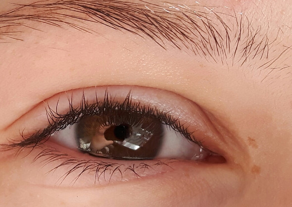 Cosplay Charakter mit dunkelbraunen Augen?
