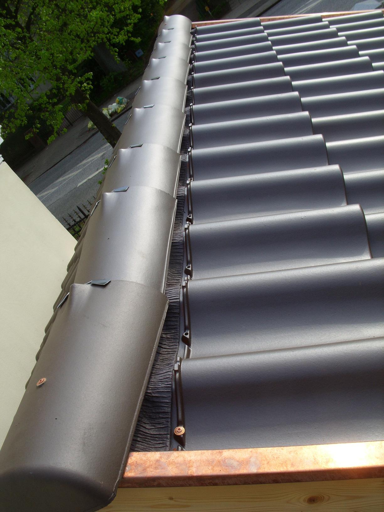 dachdecker dachziegel haben l cke am dachfirst ist das. Black Bedroom Furniture Sets. Home Design Ideas