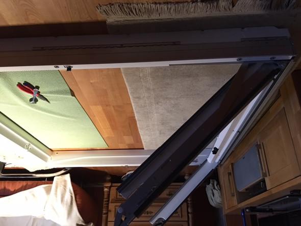 dachfenster velux gpu l sst sich nicht mehr schliessen klemmt. Black Bedroom Furniture Sets. Home Design Ideas