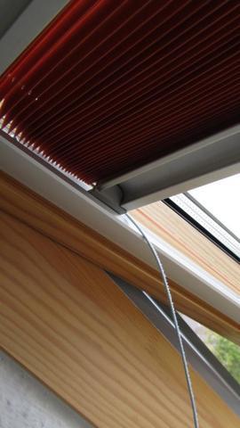 dachfenster von velux verdunkelungsrollo kordel nicht mehr stramm warum rollo dachfensterrollo. Black Bedroom Furniture Sets. Home Design Ideas