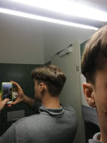 Damen! Wie findet ihr diese Frisur bei Männern? Was würdet ihr sagen, wenn euer Freund solche Haaren hätte?