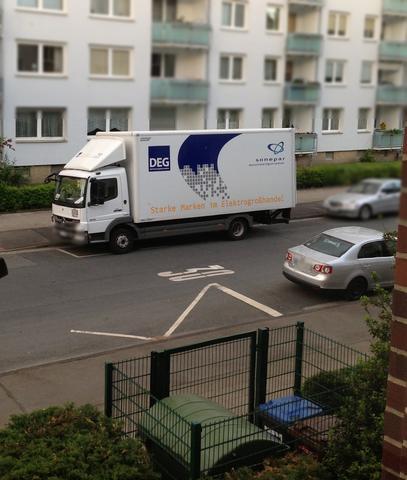 Das ist der LKW, der bei uns jeden Tag parkt - (Auto, wohnen, LKW)