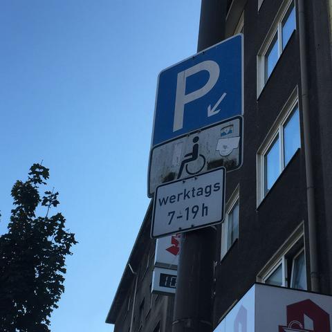 darf ich an einem sonntag an diesem behindertenparkplatz parken auto f hrerschein verkehrsrecht. Black Bedroom Furniture Sets. Home Design Ideas