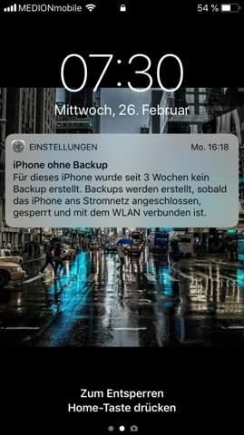 Darf mein Iphone 6 nicht am Laptop angeschlossen sein das er Automatisch ein Backup erstellt oder muss er an der Steckdose angeschlossen sein?