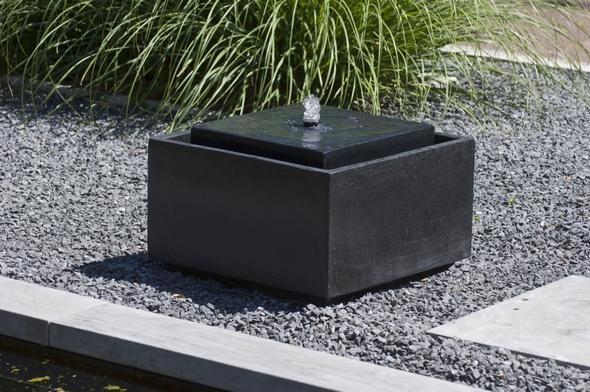 deko bei terrassenbrunnen ideen mathe romantisch wasserspiel. Black Bedroom Furniture Sets. Home Design Ideas