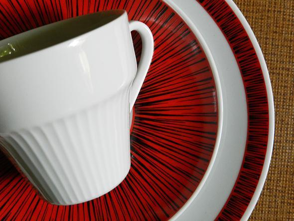 Dekor rot/schwarz - Bareuther Waldsassen - (Geschirr, Porzellan, Keramik)
