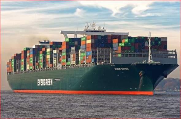 """Die """"Ever Given"""" im Suezkanal ist ja seit heute wieder frei. Theoretische Frage: Wie viele große Lastenhubschrauber hätte es gebraucht, um sie ein Stück hochzu?"""
