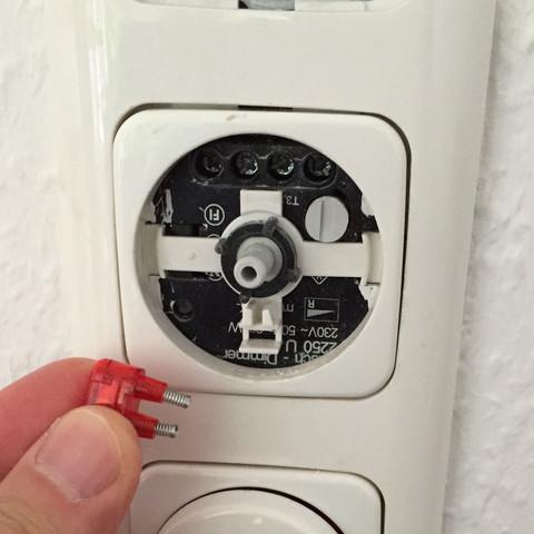 dimmer auseinander gefallen wo muss dieses rote teil hin elektrik lichtschalter. Black Bedroom Furniture Sets. Home Design Ideas