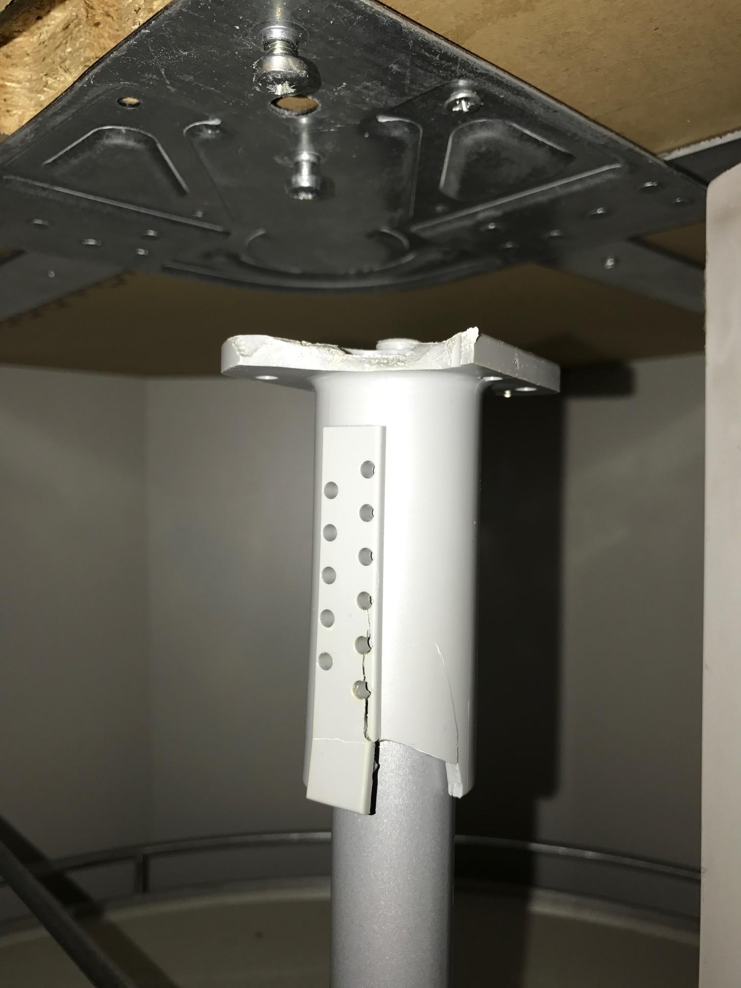 drehkarusell f hrung von oben in einbauk che leicht defekt reparatur k che. Black Bedroom Furniture Sets. Home Design Ideas