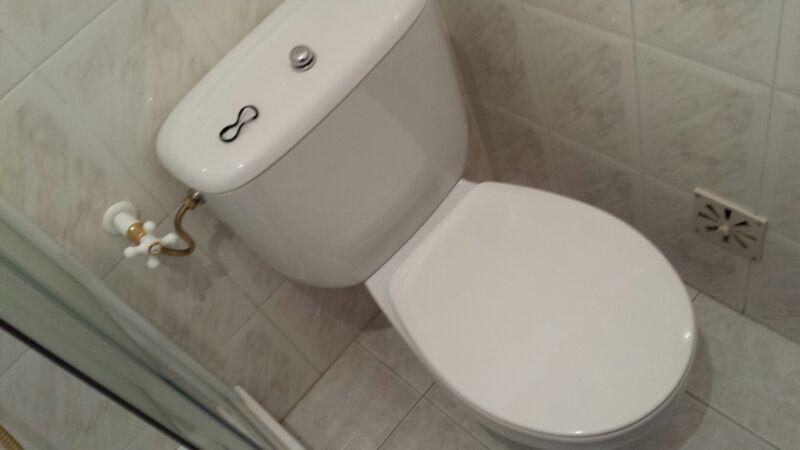 dringend hilfe bei meiner toilette flie t das wasser nicht wasserhahn wassertank. Black Bedroom Furniture Sets. Home Design Ideas