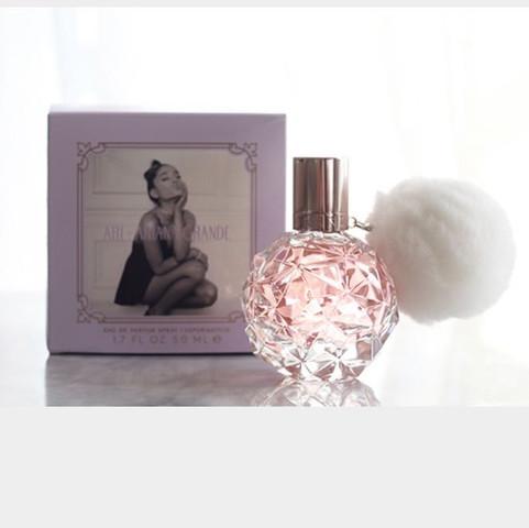 duft von ariana 39 s grande parfum ariana grande. Black Bedroom Furniture Sets. Home Design Ideas