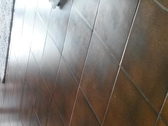 Dunkelbraune Bodenfliesen Reinigen Reinigung Boden Wohnzimmer - Fliesen richtig wischen