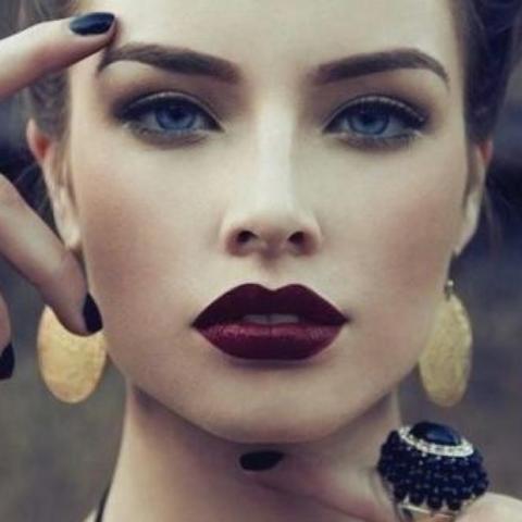 Lila kleid welcher lippenstift