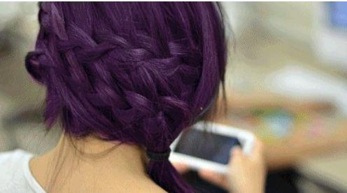 Braune haare violett farben