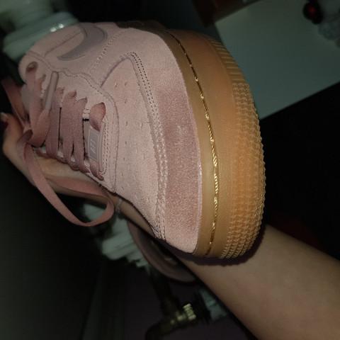 - (Schuhe, Haushalt, Nike)