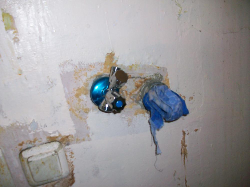 eckventil in der k che ausgetauscht jetzt wasserwand haus wasserschaden. Black Bedroom Furniture Sets. Home Design Ideas