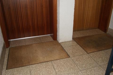 Türen knallen im mehrfamilienhaus
