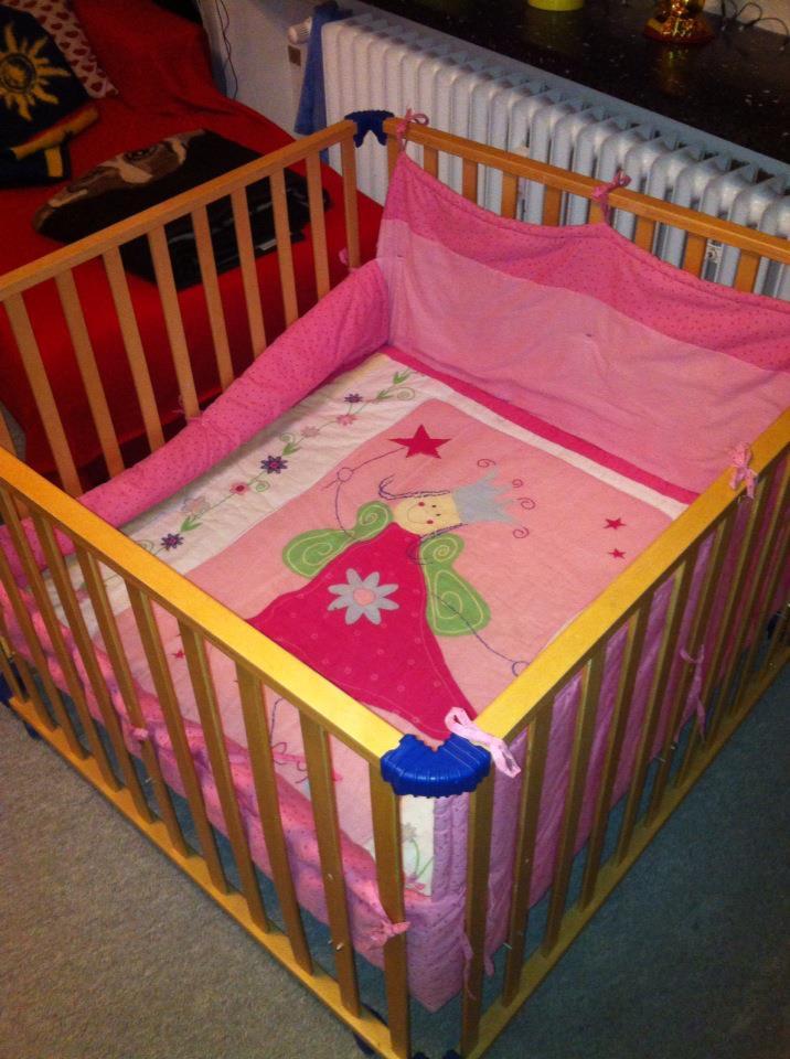 ein hochbett aus dem baby gitterbett bauen ideen zwillinge kinder holz heimwerken. Black Bedroom Furniture Sets. Home Design Ideas