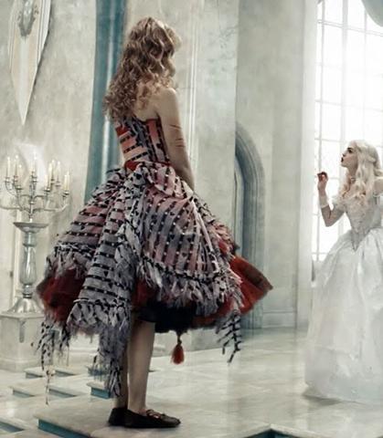 Ein Kleid gesucht (Kleidung, Party, Halloween)