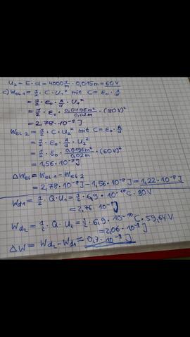 Ein Plattenkondensator mit quadratischen Platten der Kantenlänge s ...