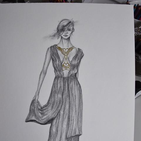 Goldene Tusche (Verzierung am Dekolleté)  - (Mode, Kunst, Fashion)