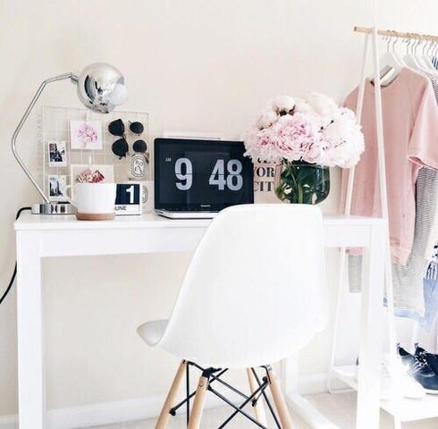 Schreibtisch - (Möbel, Zimmer, Raum)