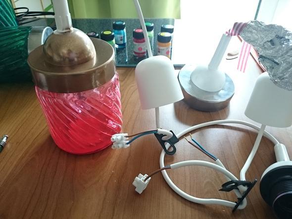 eine lampe selber machen wieviel lampenfassungen an ein stromkabel strom elektrik. Black Bedroom Furniture Sets. Home Design Ideas