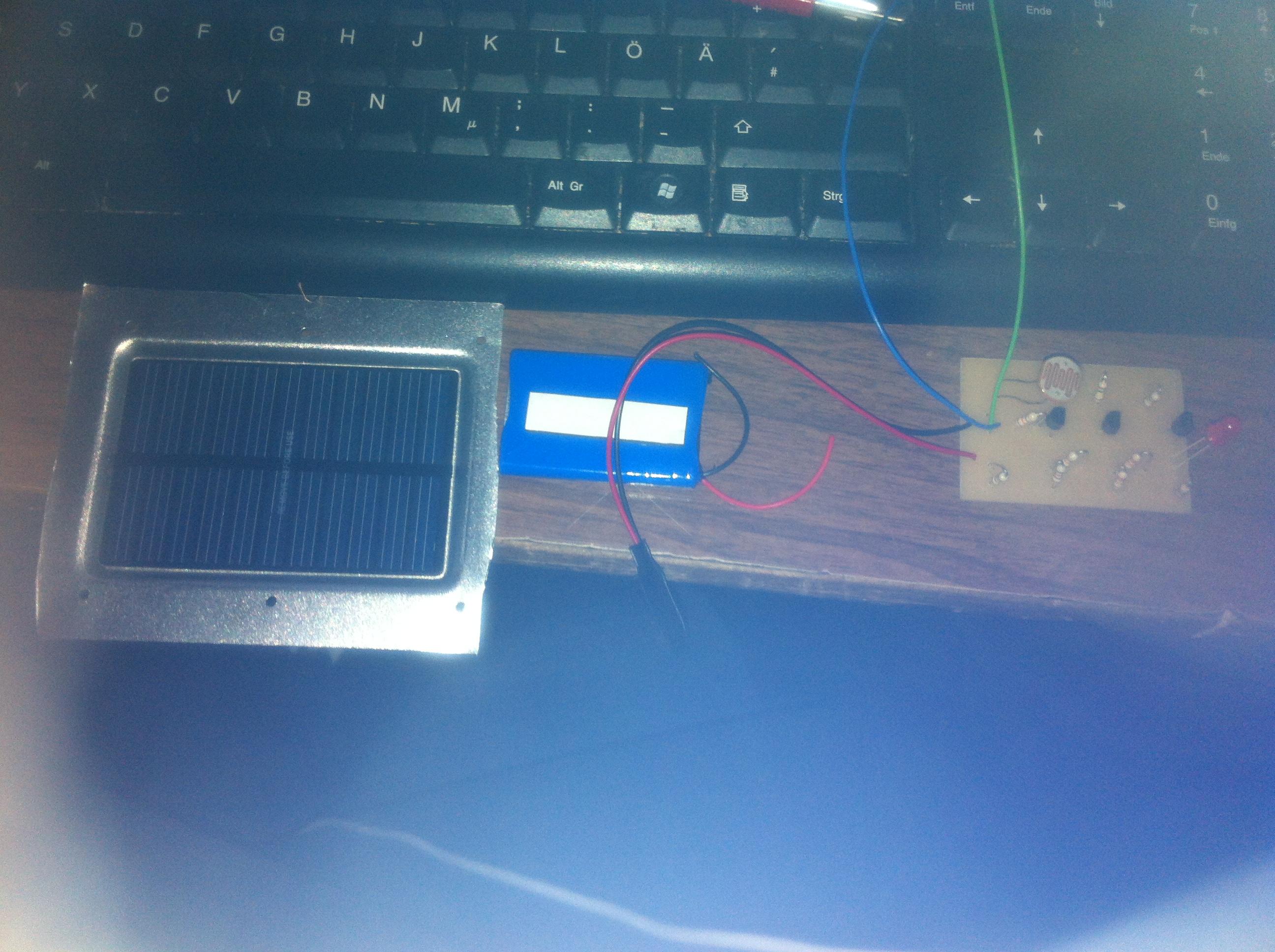 einen akku f r eine d mmerungsschaltung per solarzelle laden aber wie anschliesen schule. Black Bedroom Furniture Sets. Home Design Ideas