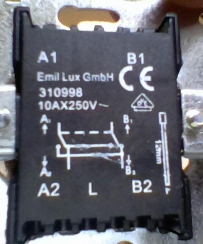 2 Lichtschalter in einem Raum (Elektronik, Elektrik, Elektrotechnik)