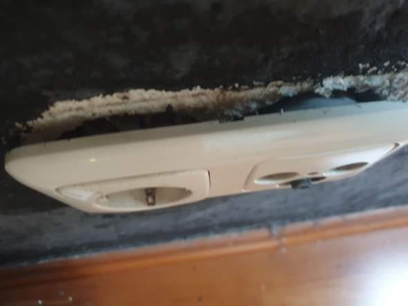 Elektronik: Wie bekomm ich die Steckdosenleiste wieder ordentlich rein?